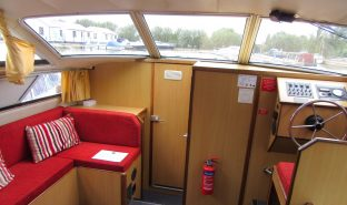 Faircraft 33 - Gliding - 6 Berth Inland Cruiser