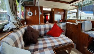 Aquafibre 33 - Snaffles - 6 Berth Inland Cruiser