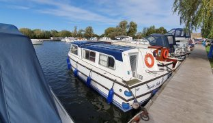 Hampton - Gentle Lady - 4 Berth Inland Cruiser