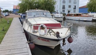 Freeman 33 - Hi Wave  - 6 Berth Motorboat