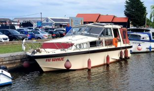 Freeman 33 - Hi Wave  - 6 Berth Motorboat