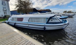 Bermuda 34 - Broadland Lass - 2 Berth Inland Cruiser