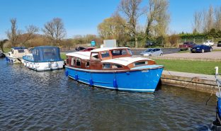 Sanderson 30 - Swift - 4 Berth Wooden Cruiser