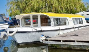 Bermuda 34 - Sunflower - Inland Cruiser