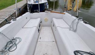 Pegasus 800 - Boozy Boo - 5 Berth Sailing Boat