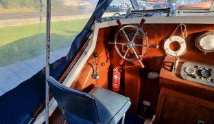 Freeman 23 - Rainbow Wish - 4 Berth Classic Motor Boat